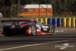 #22 Nissan Motorports Nissan R390: Эрик ван де Пуле, Агури Сузуки и Риккардо Патрезе