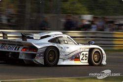 #25 Porsche AG Porsche 911 GT1: Bob Wollek, Hans Stuck, Thierry Boutsen