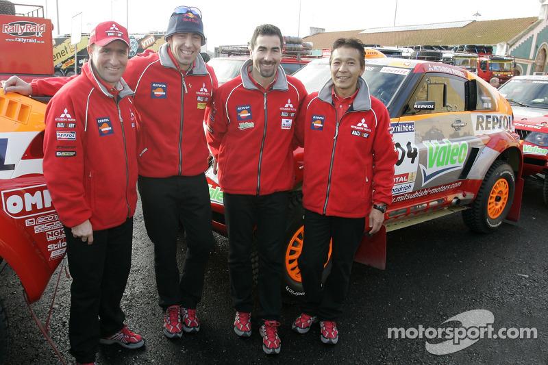 Pilotes pour l'équipe Team Repsol Mitsubishi Ralliart: Stéphane Peterhansel, Hiroshi Masuoka, Luc Alphand et Nani Roma