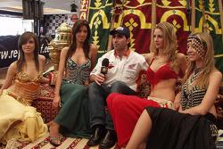 Présentation de l'équipe Repsol Honda à Lisbonne: Paulo Goncalves en charmante compagnie