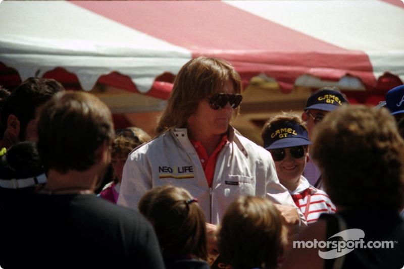 Caitlyn Jenner: O interesse pelo automobilismo é antigo, de antes de sua transição. Após ganhar uma corrida de celebridades, feita antes do GP de Long Beach da F1, começava sua carreira no esporte. Entre as participações estão as 24 Horas de Daytona, além de uma vitória na classe IMSA GTO nas 12 Horas de Sebring de 1986