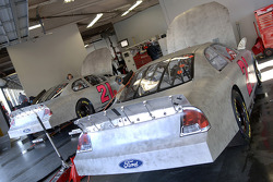 Une paire de Wood Brothers Racing Ford Fusions