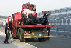 yeni Red Bull Racing RB2 stopped, track
