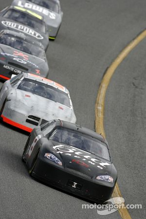 Dale Earnhardt Jr. devant le peloton