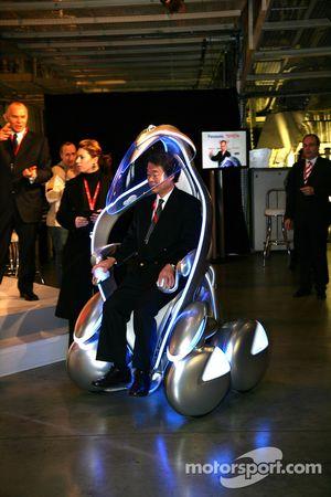 Le vice-président exécutif de Toyota Motor Corporation Kazuo Okamoto