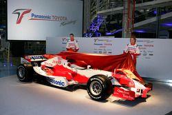 Ralf Schumacher et Jarno Trulli dévoile la TF106