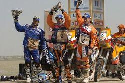 Podium Motos: vainqueur Marc Coma avec Cyril Despres et Giovanni Sala