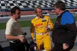 Harrison Brix, Terry Borcheller and team owner Kevin Doran discuss the set-up on the Kodak EasyShare DORAN JE4 Ford