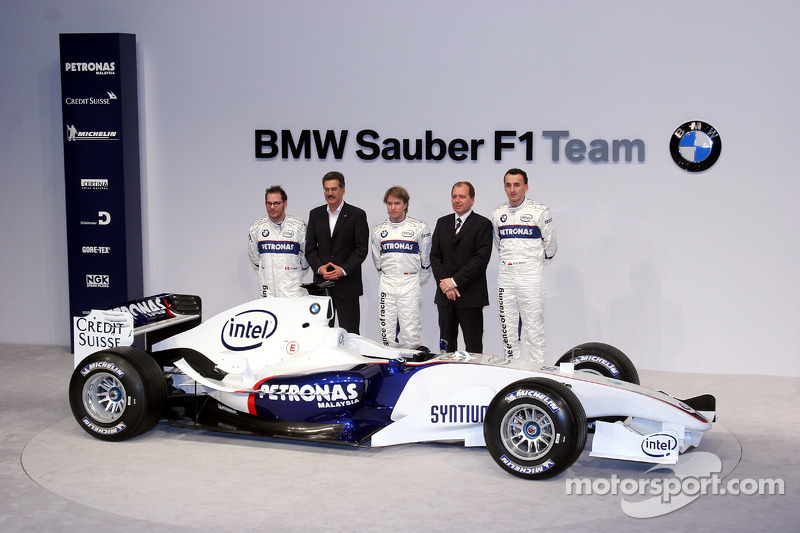 Jacques Villeneuve, Mario Theissen, Nick Heidfeld, Willy Rampf ve Robert Kubica ve BMW Sauber F3.06