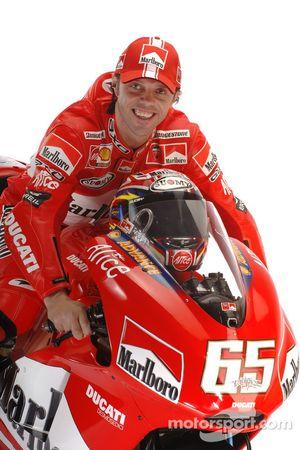 Loris Capirossi avec la nouvelle Ducati Desmosedici GP6