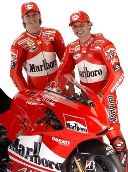Sete Gibernau et Loris Capirossi avec la nouvelle Ducati Desmosedici GP6