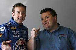 Kurt Busch et le chef d'équipe Roy McCauley