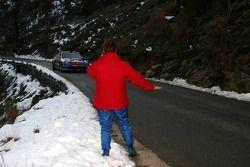 Себастьен Лёб тормозит других гонщиков после своей аварии