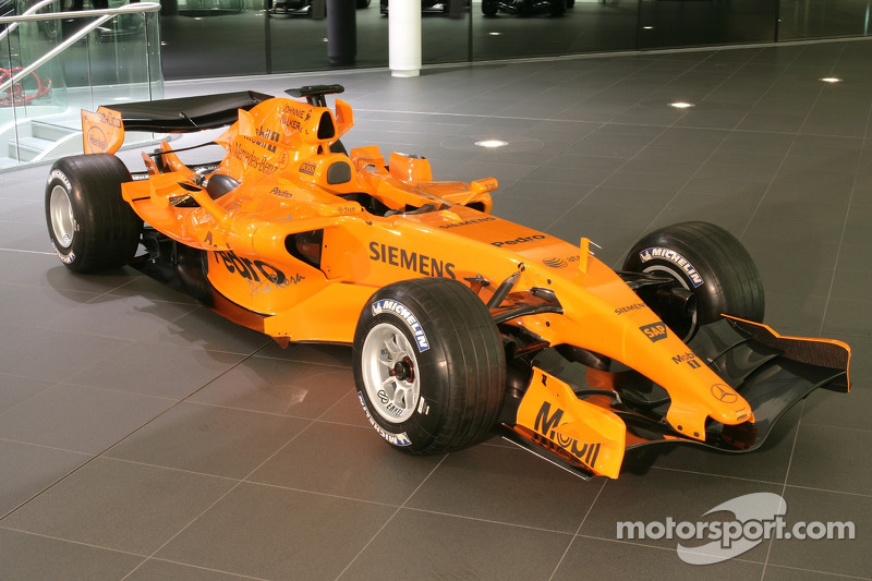 Yeni McLaren MP4-21 McLaren Teknoloji Merkezi'nde