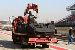 McLaren MP4-21, Pedro de la Rosa back to pit stop after stopping, track