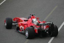 Michael Schumacher essaie la nouvelle Ferrari 248 F1