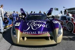 Patrick Carpentier attend dans la Cheever Racing Lexus Crawford