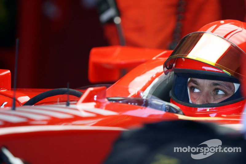 Valentino Rossi testet den Ferrari F2004