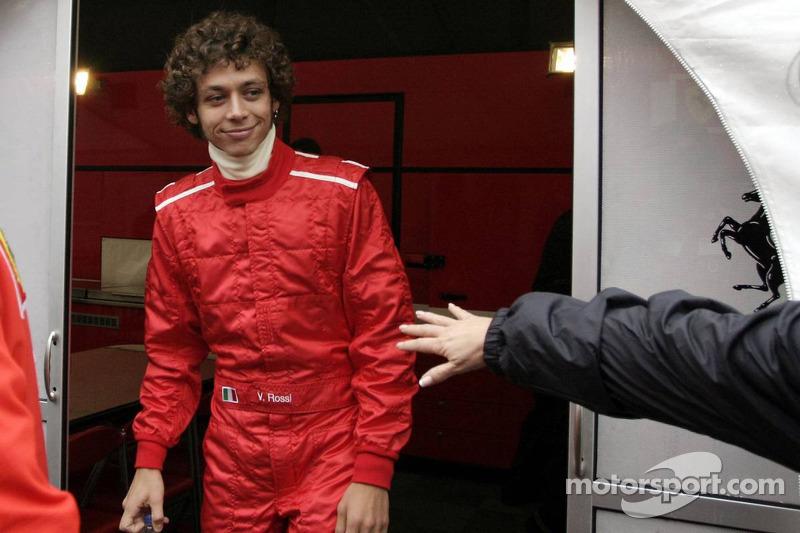 Valentino Rossi prueba con Ferrari en Valencia en 2006