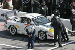 Pitstop for #00 TZ Motorsports Porsche GT3 Cup: James Thomason, Ron Zitza, Tim Lewis Jr., Kevin Whee