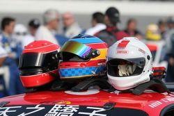 Casques des pilotes de l'équipe #52 Mastercar Ferrari 360GT