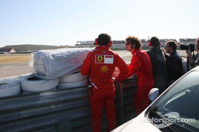 Valentino Rossi watches test action at Valencia in 2006