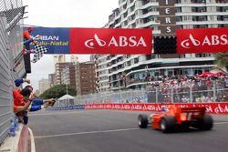 Jos Verstappen passeert de finishvlag