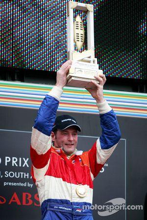 Podium: racewinnaar Jos Verstappen