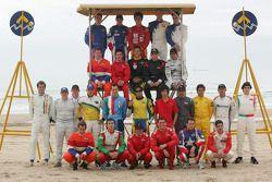 Séance photo: les pilotes de A1GP posent sur la plage de Durban