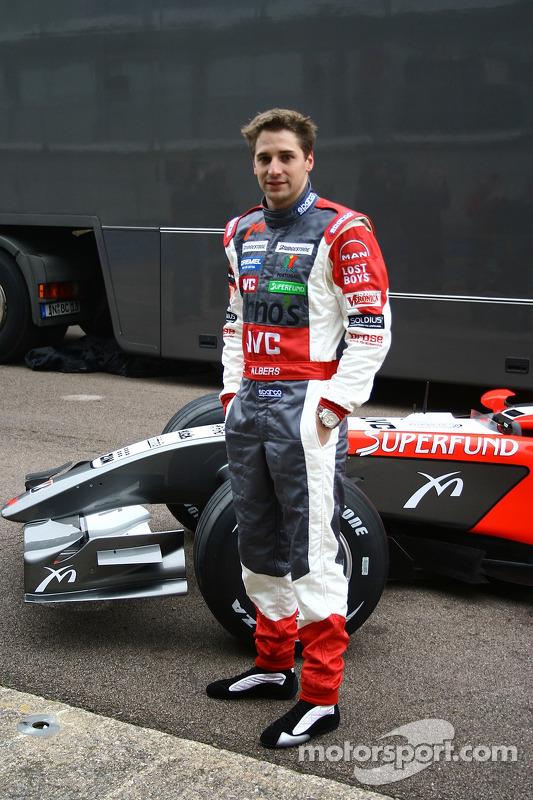 Christijan Albers avec la nouvelle MF1 Racing M16