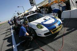 Les membres de l'équipe Tafel Racing au travail