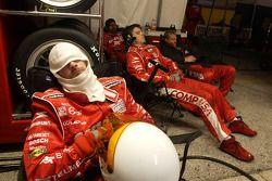 Les membres de l'équipe Target Chip Ganassi font une sieste