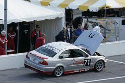 #71 Anchor Racing BMW 330: James Sofronas, John Munson dans les stands