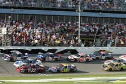 Dernier tour: Michael Waltrip, Dale Earnhardt Jr. Et Tony Stewart se battent pour la première place