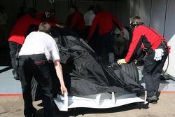La voiture Super Aguri F1 de retour au stand
