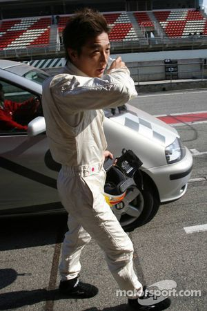 Yuji Ide back to pit stop after stopping, track