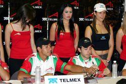 Séance d'autographes: Salvador Duran et David Martinez