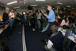 Conferencia de prensa: El anfitrión del Tonight Show y conductor del pace car, Jay Leno, con la pren