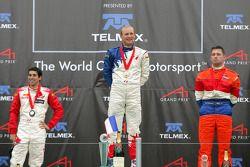 Podium: le vainqueur de la course Alexandre Premat avec Neel Jani et Jos Verstappen