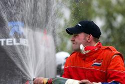 Podium: champagne pour Jos Verstappen