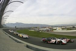 Start: Ryan Newman and Carl Edwards lead the field