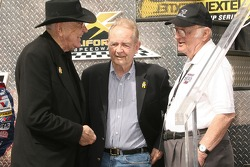 Carroll Shelby, Phil Hill and Los Angeles Times columnist Shav Glick
