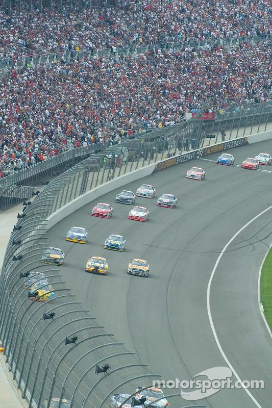 Action au devant de la course durant le California Speedway