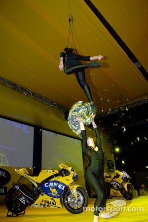 Une performance en directe par des acrobates
