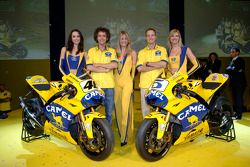 Valentino Rossi and Colin Edwards with the 2006 Camel Yamaha M1