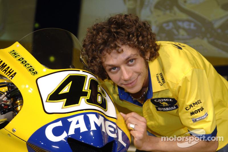 2006: con la M1 de Yamaha posa con una melena más larga y rizada que nunca