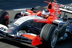 Test de Giorgio Mondini qui conduit la voiture Midlet F1 à Silverstone