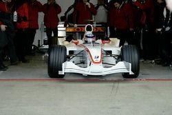 Takuma Sato sur la première sortie de la voiture Super Aguri F1 avec ses nouvelles pièces aérodynamiques