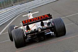 Takuma Sato sur la première sortie de la voiture Super Aguri F1 avec ses nouvelles pièces aérodynami