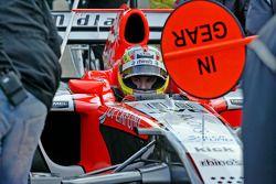 Tiago Monterio durant l'entraînement d'arrêt au stand à Silverstone pour l'équipe Midlet F1